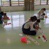 野田教室でリトミックのレッスンを受ける親子たち